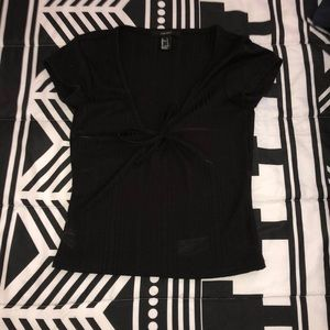 Black cropped v-neck shirt